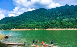 Daily Tour To Mai Chau – Pu Luong Nature Reserve – Kayking on Da River Lake –  Cycling in Bamboo Forest 3 days 2 nights